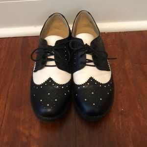 Black and White Vintage Style Oxford
